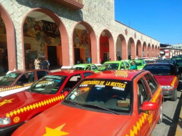 Con caravana taxistas de Huajuapan exigen mayor seguridad