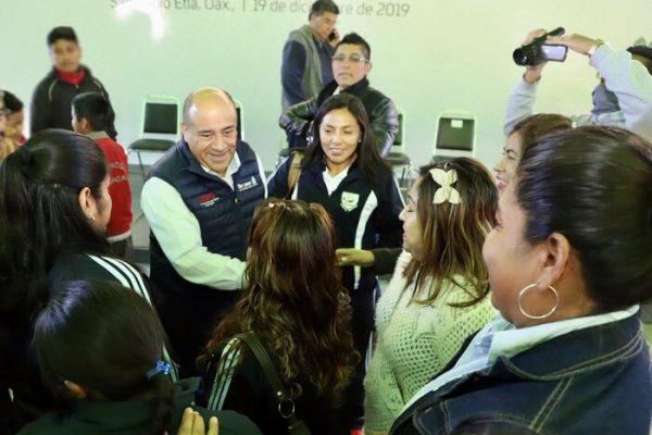 Beneficia IEEPO con mobiliario y equipo nuevo  a siete escuelas de San Pablo Etla