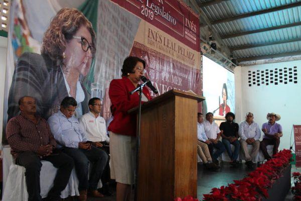 Costa, testigo del primer informe legislativo de la diputada Inés Leal Peláez