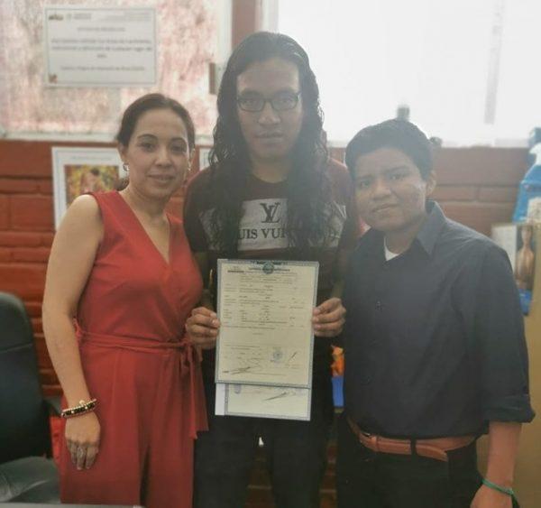 Se entrega en Oaxaca, primera acta de nacimiento por reconocimiento de género