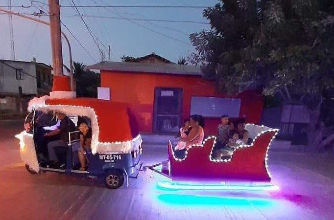 Inusual trineo navideño recorre las calles de Juchitán