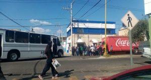 Normalistas retienen y saquean camiones de empresas transnacionales