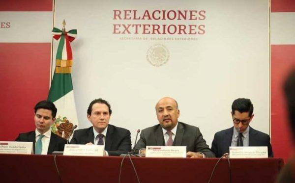 México pide reunión con canciller de Bolivia; acusa otra llegada de policías a embajada