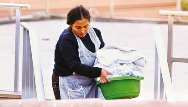 Aseguran a alrededor de 40 trabajadoras de hogar, en la Cuenca
