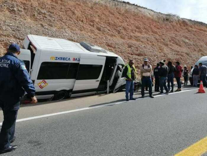 Se accidenta urvan en la Mixteca