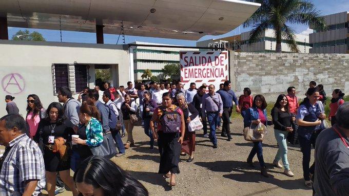 Pobladores de Zaachila, bloquearon Cd. Administrativa y el Congreso del Estado; piden destitución de su edil