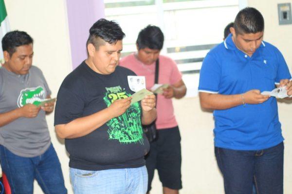 Se entregan 47 pre-cartillas en Chiltepec