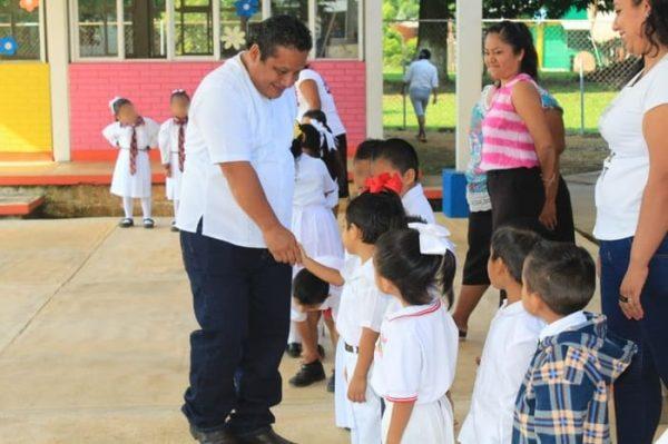 Gobierno cercano a los niños, para formar estudiantes con valores y principios: Martín García
