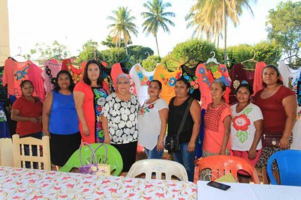 Se clausura el taller de bordado en Chiltepec