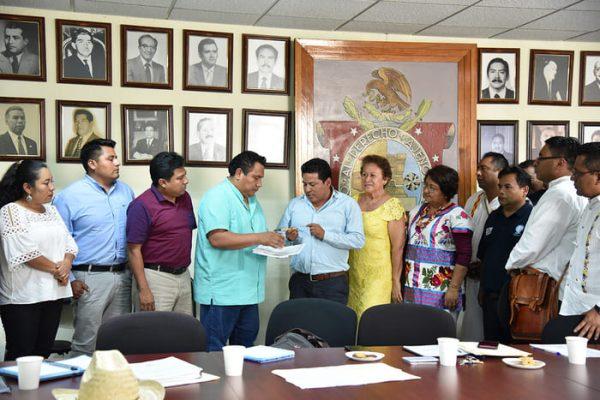 Recibe Congreso del Estado propuesta de maestros para reconocer constitucionalmente a la DGEPOO