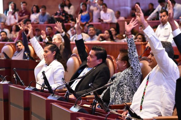 Congreso del Estado insiste en sanciones a taxistas  y choferes que no cumplan con reglamento