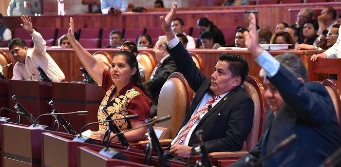 Avala Legislativo de Oaxaca revocación de mandato y consulta popular