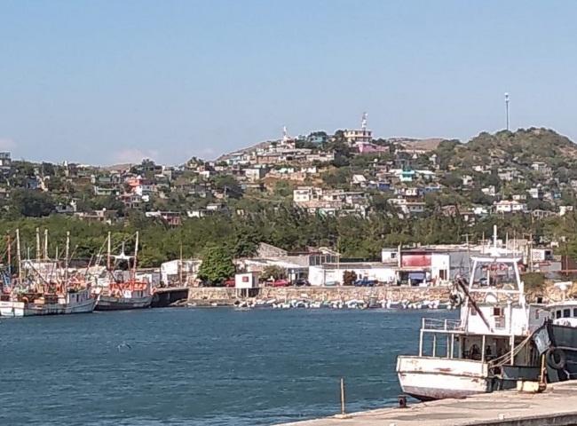 Debido al frente frío cierran el puerto de navegación, en Salina Cruz