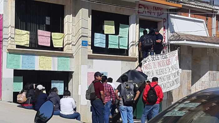 Continúan docentes de la Sección 22, con la exigencia de pagos atrasados