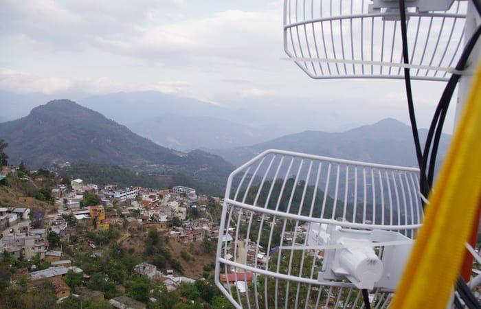 Indígenas de Oaxaca, llevan telefonía móvil a 16 pueblos de la Mixteca