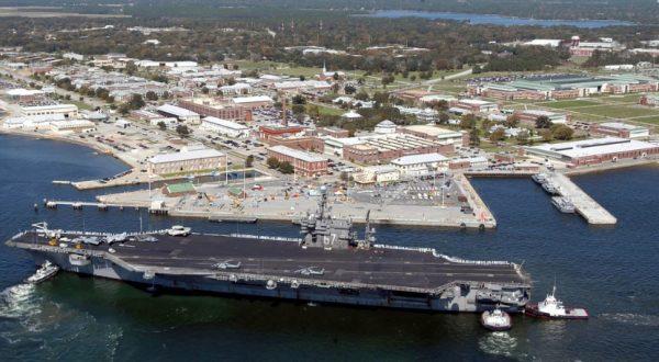 Al menos 3 muertos, incluido el atacante, y 11 heridos en un tiroteo en una base aérea naval en EE.UU.