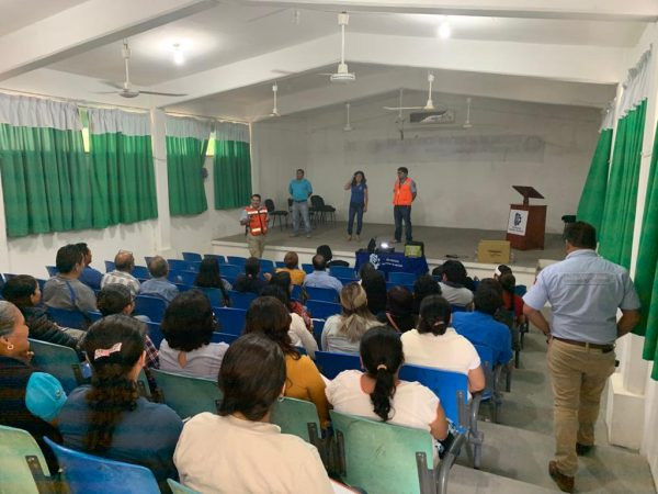 Reanudan actividades escuelas en San Pedro Comitancillo que suspendieron clases por sismo: IEEPO