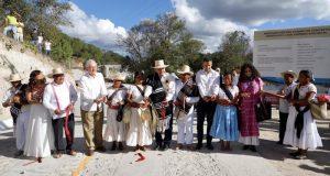 La creación de caminos rurales contribuye al bienestar y desarrollo integral de los pueblos indígenas: Alejandro Murat