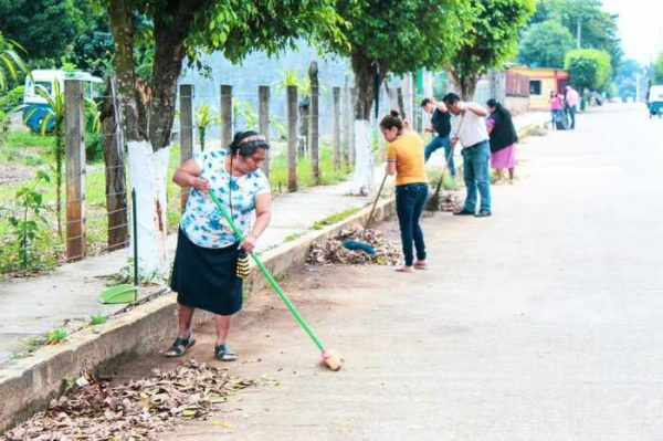 Personal del Ayuntamiento y habitantes realizan tequio por Chiltepec