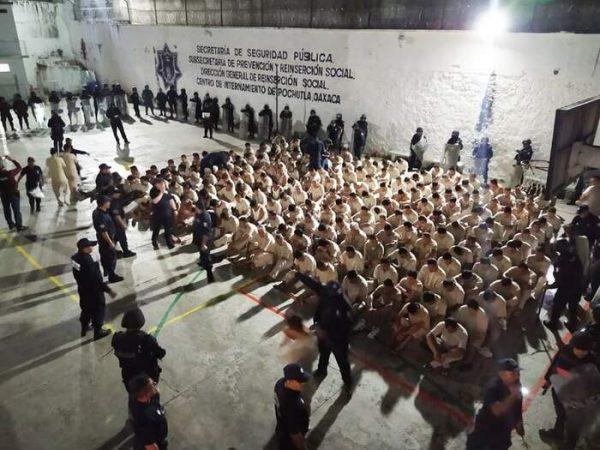 Cierran penal de Pochutla y trasladan a 214 reos a Tanivet, sin incidentes