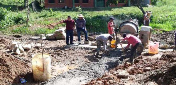 Supervisa edil de Chiltepec, obra en camino Real