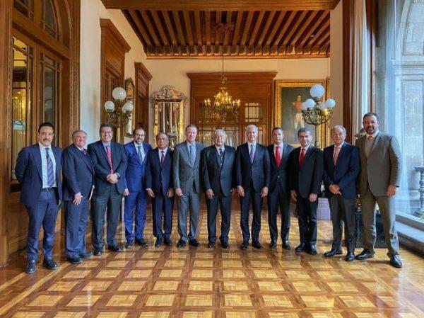 López Obrador se reúne con gobernadores del PRI