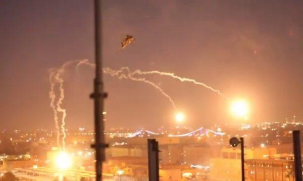 Helicópteros Apache llegan a la embajada de EE.UU. en Bagdad después del asalto de los manifestantes