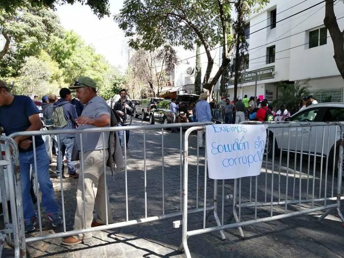 Se manifiestan habitantes de Magdalena Peñasco en el TEEO
