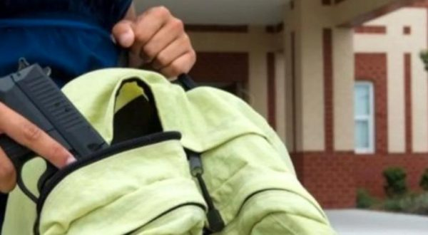 Ahora en Guanajuato, alumno de secundaría dispara arma y hiere a compañero