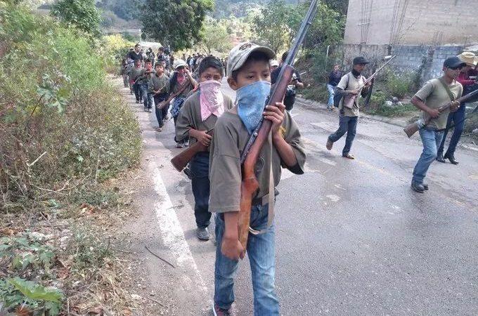 """Arma la CRAC-PF a 19 niños para """"defender"""" a sus pueblos"""