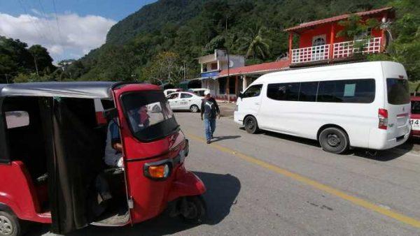 Transportistas se dividen pasaje, ante desacuerdos para solucionar conflicto en Valle