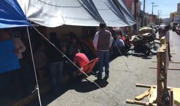 Cumple 15 días plantón de ex trabajadores del Seguro Popular en Oaxaca