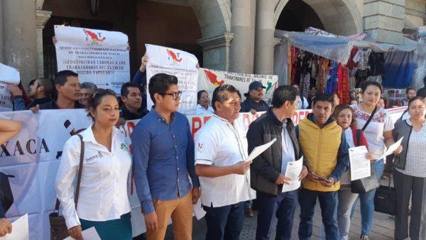 Trabajadores del extinto Seguro Popular piden ser recontratados