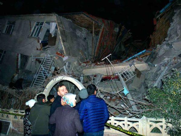 Suben a 21 los muertos por sismo en Turquía