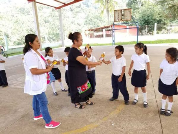 Se entregan más de mil sueros saborizados a niñas y niños chiltepecanos