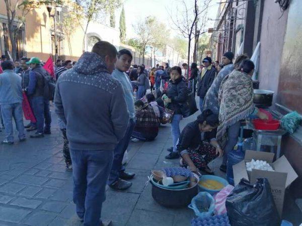 Maestros de Telebachilleratos forman frente de organizaciones y encabezan protesta para exigir un techo presupuestal