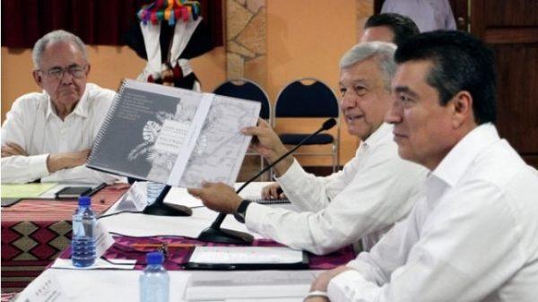 """""""Les falta información"""", responde AMLO al EZLN sobre Tren Maya"""