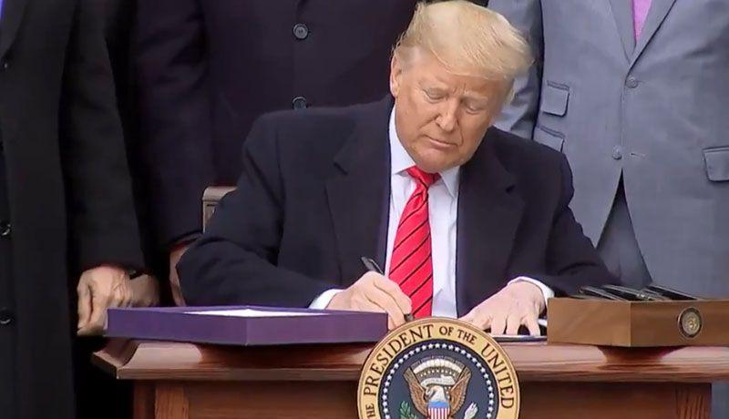 Trump firma el T-MEC