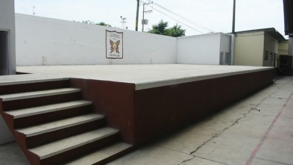 Beneficia Irineo Molina Espinoza con foro temático a secundaria federal