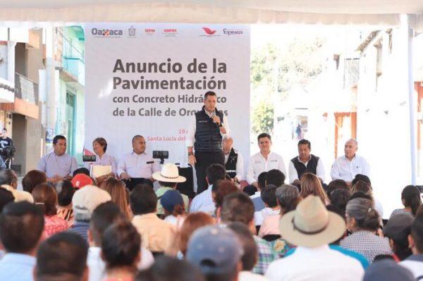 Anuncia Alejandro Murat proyecto de pavimentación en la colonia Antiguo Aeropuerto
