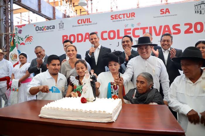 Atestiguan Alejandro Murat e Ivette Morán enlace matrimonial de 300 parejas