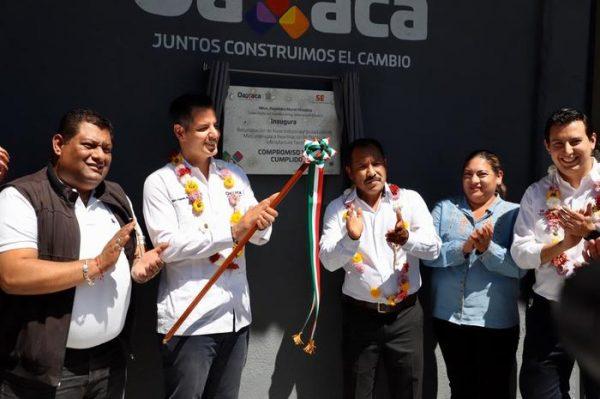 Impulsa Alejandro Murat industria manufacturera en la Mixteca
