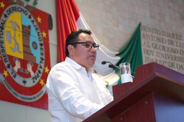 Constitución de Oaxaca criminaliza la pobreza: Horacio Sosa