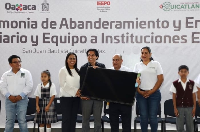 IEEPO- Entrega mobiliario y equipo (1)