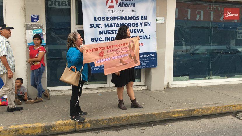 Con boteo y venta, Guerreros Tuxtepecanos conmemora día contra el cáncer infantil