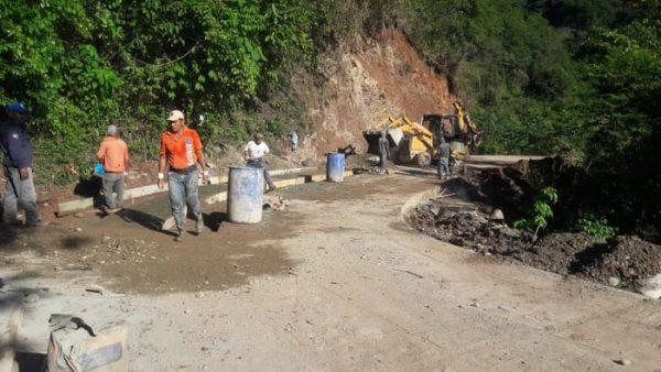 Lleva 70% de avances, carretera a Tlacoatzintepec