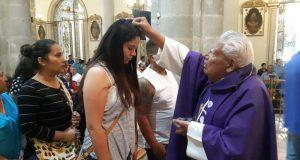 Realizan imposición de ceniza en la Catedral Metropolitana de Oaxaca