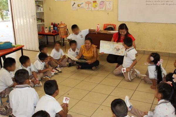 Gobierno Municipal de Chiltepec promueve los círculos de lectura en instituciones educativas