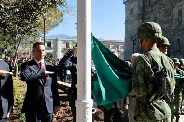 Convoca Alejandro Murat a preservar el valor cívico de la  Bandera Nacional como símbolo de unidad