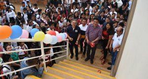 Atiende Irineo Molina Espinoza necesidades de planteles educativos